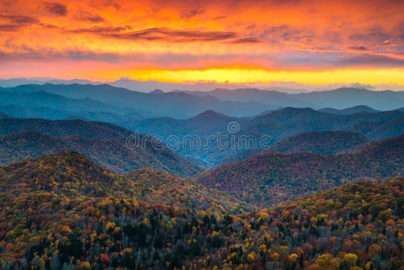 Norr Carolina Blue Ridge Parkway Mountains solnedgång sceniska Landsc arkivbild