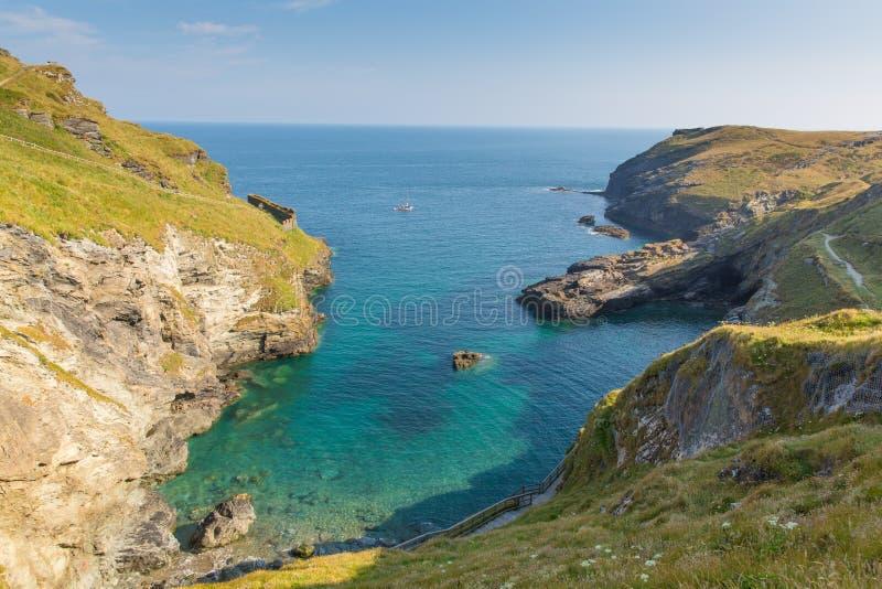 Norr Cornwall för för Tintagel strand och fjärd kust royaltyfri foto