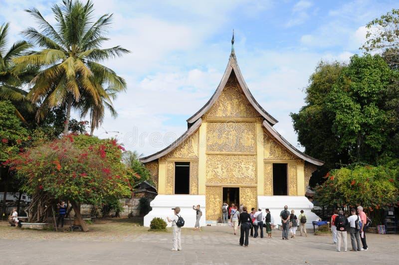 Norr Laos: Den Wat Xieng Thong templet i den Luang Brabang staden arkivfoton