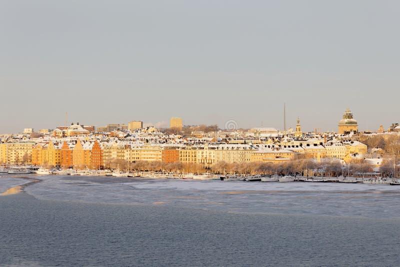 Norr Malarstrand in centraal Stockholm een zonnige de winterdag stock fotografie