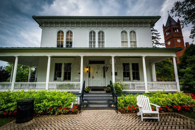 Norris Wachob Alumni House, på universitetsområdet av Gettysburg Coll royaltyfria bilder