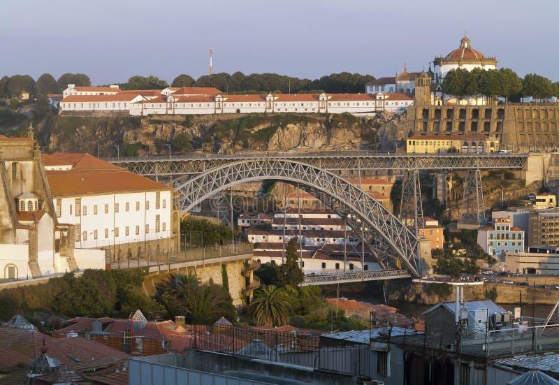 Norrsida av den Douro och Maria Pia bron av Porto royaltyfria bilder