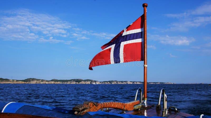 Norsk flagga Pole royaltyfri fotografi