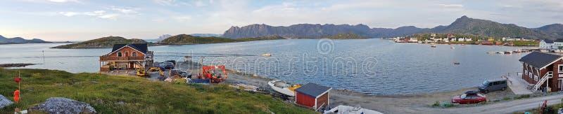 Norsk by Gjesvær arkivbild