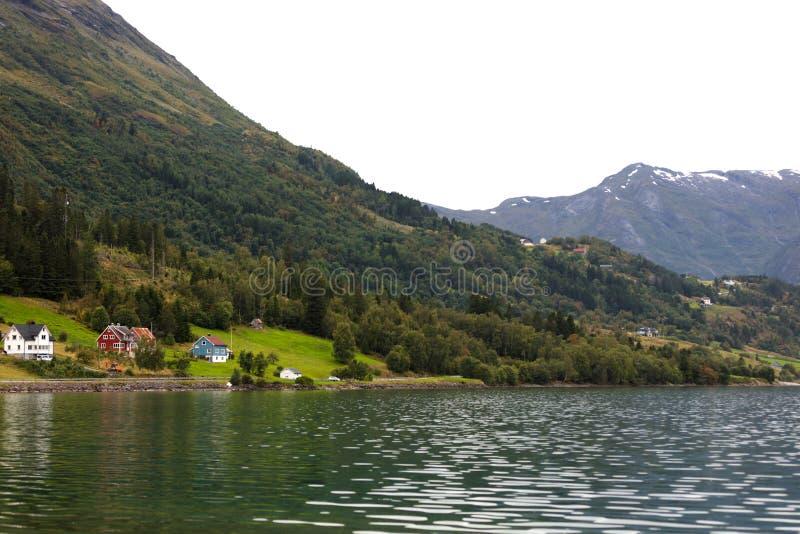 Norskt landskap i sommar arkivfoton