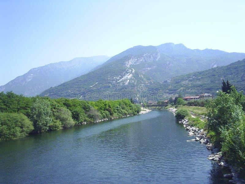 Norte do rio do lago Garda imagem de stock