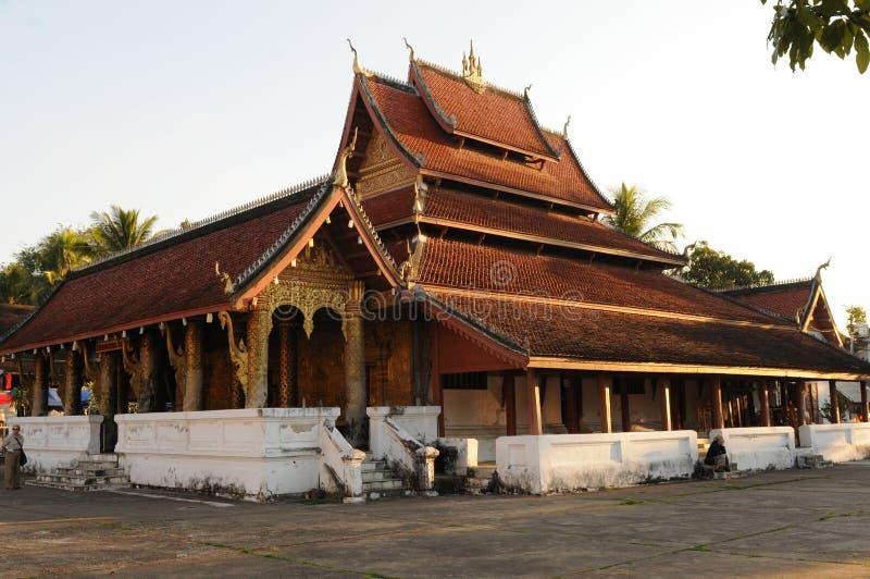 Norte-Laos: Wat Xieng Tong Buddhist monastry en Luang Prabang foto de archivo libre de regalías