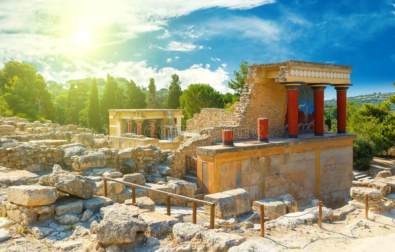 The North Entrance of the Palace with charging bull fresco in Knossos at Crete, Greece royalty free stock photos
