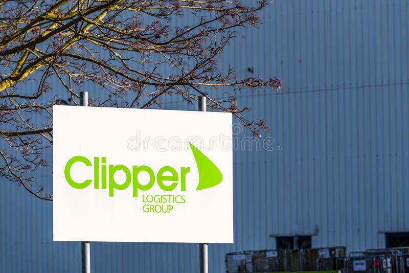 Northampton 9 de diciembre de 2017 BRITÁNICO: El logotipo de la distribución de las podadoras firma adentro el estado industrial  imagenes de archivo