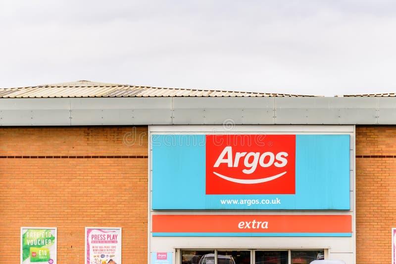 Northampton 29 de octubre de 2017 BRITÁNICO: El logotipo de Argos firma adentro el parque de la venta al por menor de Sixfields fotos de archivo