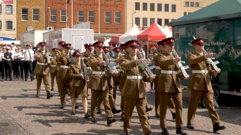 Northampton R-U : Le 29 juin 2019 - troupes de défilé de jour de forces armées marchant sur la place du marché photographie stock