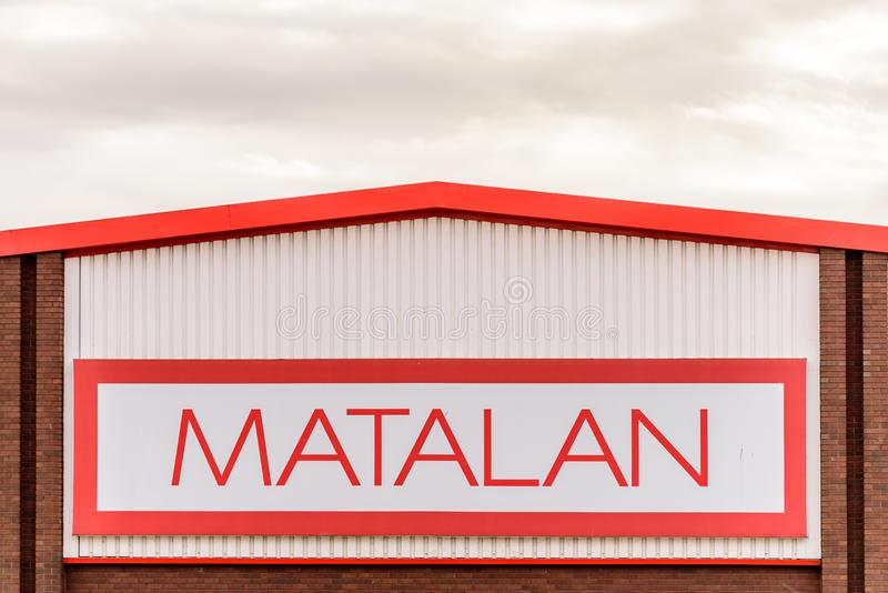 Northampton R-U le 29 octobre 2017 : Parc de vente au détail de Sixfields de connexion de logo de Matalan photo libre de droits