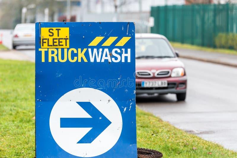 Northampton UK Januari 11 2018: För lastbilWash för ST hastig stolpe för tecken för logo arkivbild