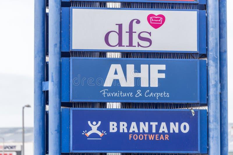 Northampton, UK - Oct 26, 2017: Widok AFH Brantano DFS logo w Nene doliny handlu detalicznego parku obrazy royalty free