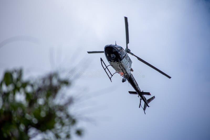 Northridge, CA/Estados Unidos - 27 de mayo de 2019: Las unidades de la unidad y de la patrulla de aire de LAPD responden a la lla fotos de archivo libres de regalías