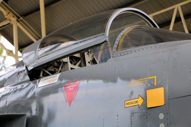 Northrop Grumman F-5E stråle på skärm på ubåtmuseet i Klebang F--5Ekämpen royaltyfria foton