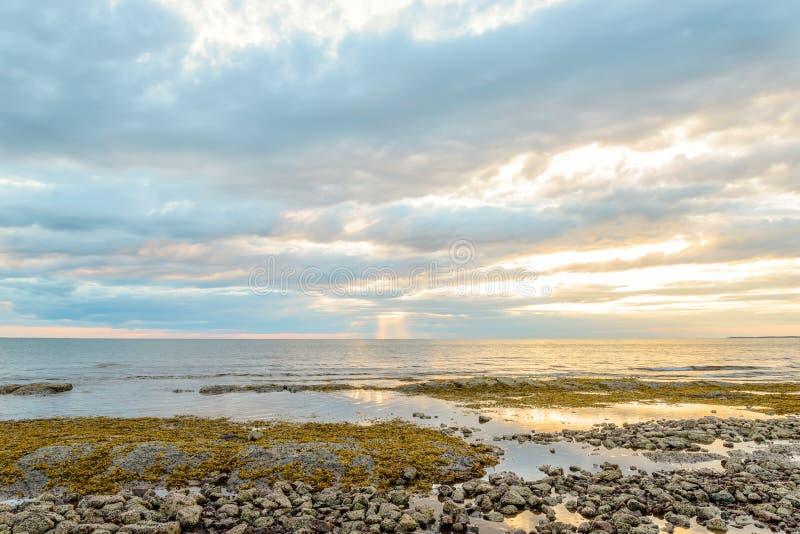 Northumberland kust dichtbij de Federatiebrug royalty-vrije stock fotografie