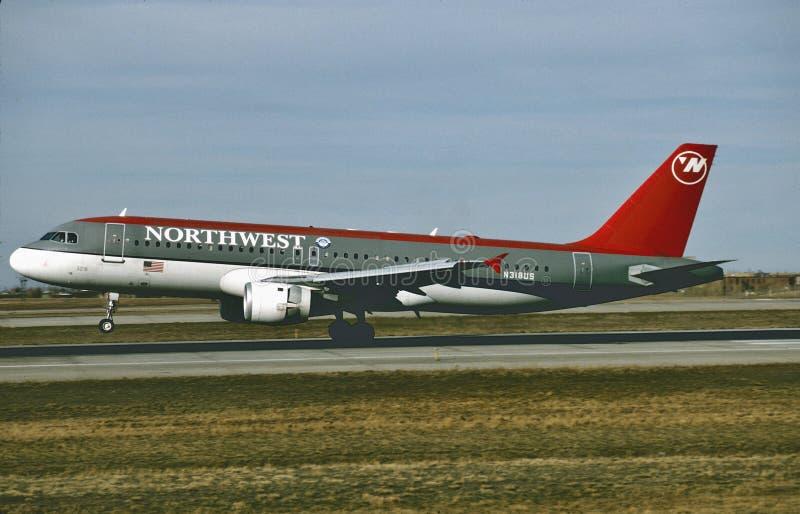 Northwest Airlines-Luchtbus A320 die in Minneapolis na een vlucht van Miami ` 1995 landen royalty-vrije stock afbeelding