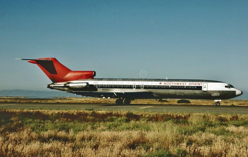 A Northwest Boeing B-727 atterra all'aeroporto internazionale di Minneapolis, Mn nel 1990 immagine stock