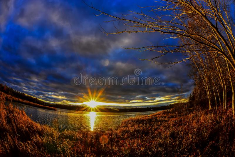 Northwoods solnedgång arkivfoton