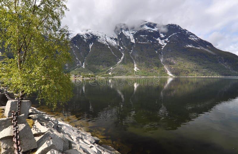Noruega, fiordo noruego imagenes de archivo