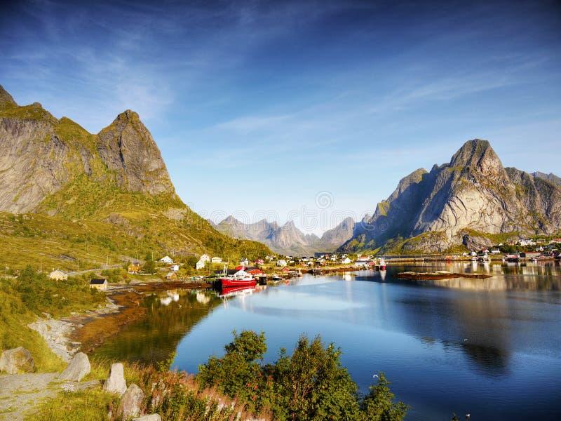 Noruega, islas de Lofoten, viaja a las naves de travesías fotos de archivo libres de regalías