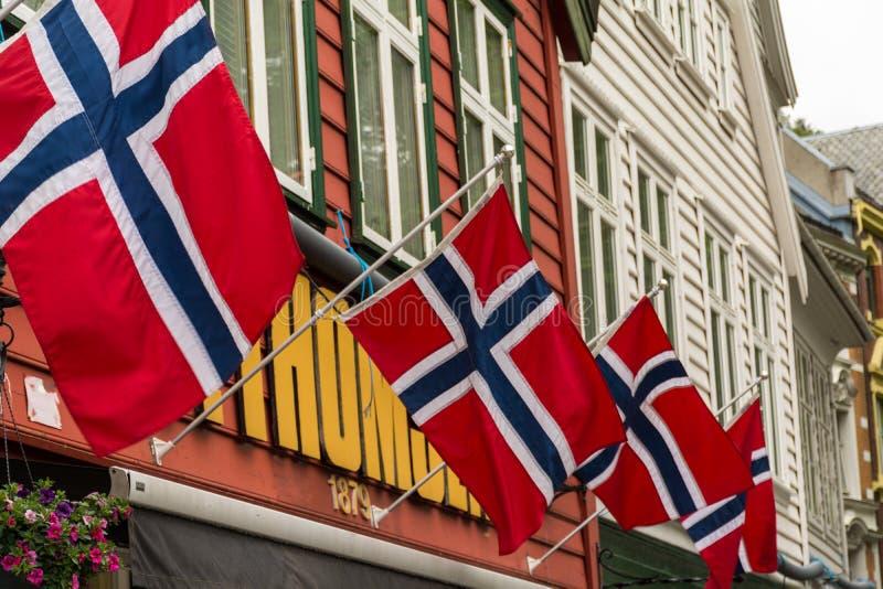 Norweg flagi na budynkach zdjęcia royalty free