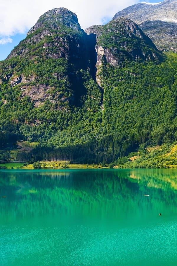 Norwegen, alte Berge und Fjordlandschaft lizenzfreies stockbild