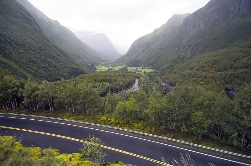 Nebelhafte Hügel Norwegens