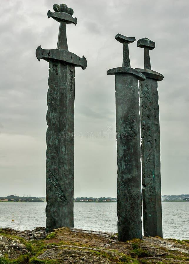 Norwegen, Stavanger Das Monument 'Klingen im Felsen ' lizenzfreies stockfoto