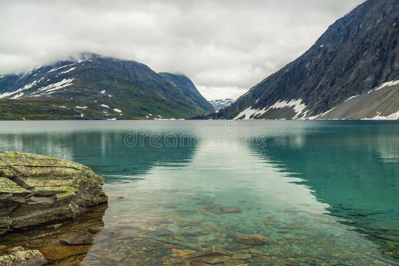 Norwegia jezioro Djupvatnet fotografia royalty free