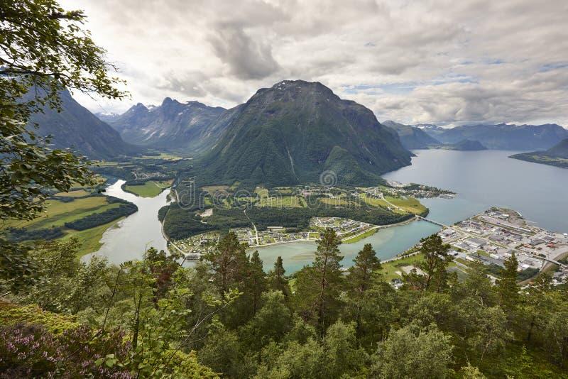 Norwegia krajobraz Romsdal fjord, Rauma rzeka i Romsdal mountai, obrazy royalty free