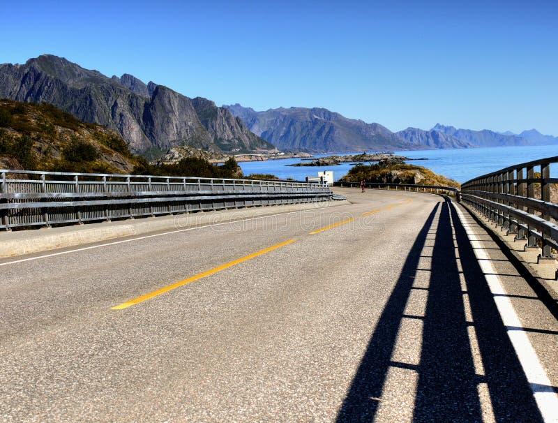 Norwegia Lofoten autostrady Fjord, góra krajobraz zdjęcie royalty free