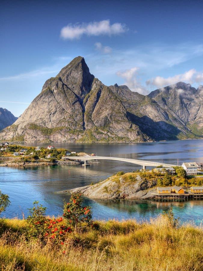 Norwegia, natury góry Brzegowy krajobraz obraz royalty free