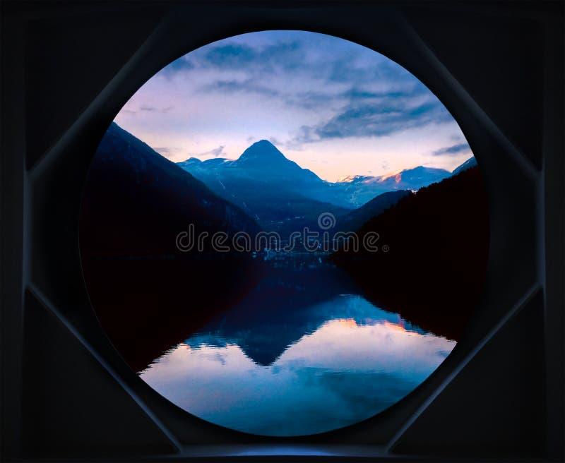 Norwegischer Fjordsonnenaufgang Norwegen lizenzfreies stockfoto