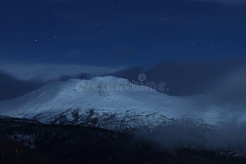 Norweska góra z śniegiem obrazy royalty free