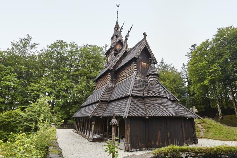 Norweski cmentarza i klepka kościół dach Fantoft bergen Norw obraz royalty free