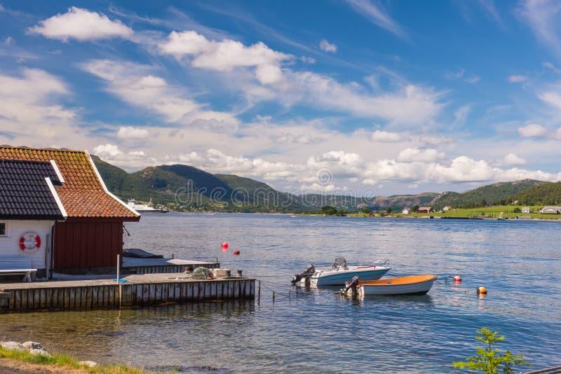 Norweski fjord i góry w lecie Lysefjord Norwegia obrazy royalty free