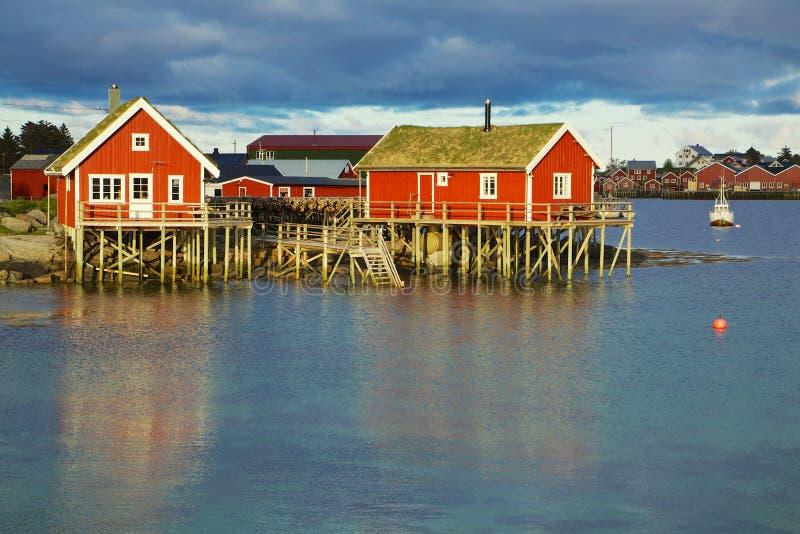 Download Norweskie połów budy obraz stock. Obraz złożonej z chałupa - 28963061