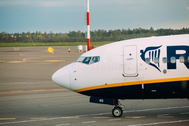 Nos samolot Irlandzka Tania linia lotnicza Ryanair Przy lotniskiem obraz stock