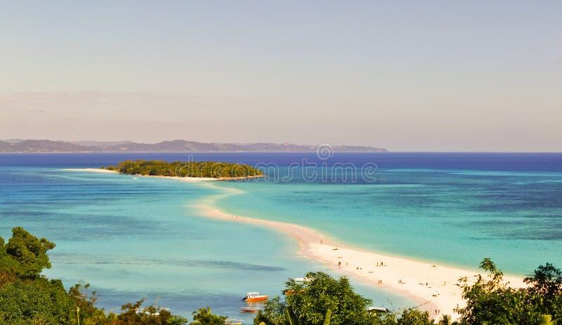 Nosaty Iranja tropikalna plaża w Madagascar - panoramiczny widok obraz stock