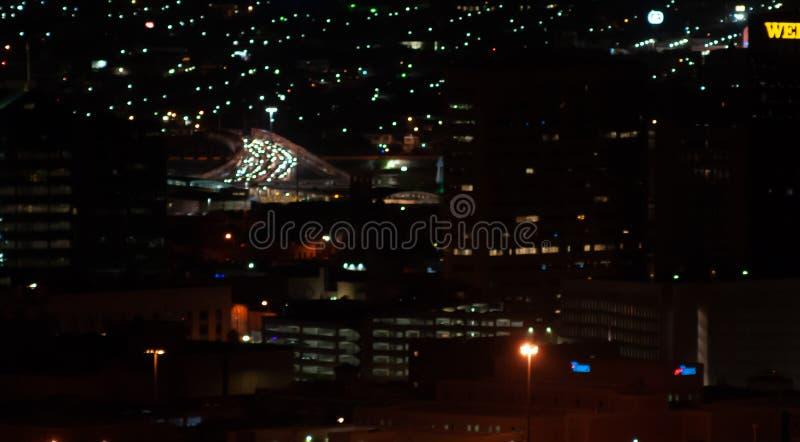 Nosotros/frontera de México, El Paso céntrico, TX/chihuahua de Juarez con tráfico en el puente internacional que entra en los E.E fotografía de archivo