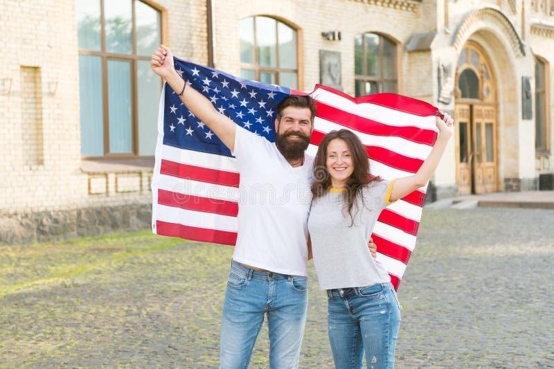 Nossa identidade nacional é americana Cidadãos americanos que comemoram a soberania nacional Homem farpado e terra arrendada 'sex fotografia de stock royalty free