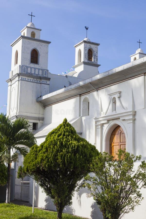Nossa senhora da igreja da suposição em Ahuachapan foto de stock