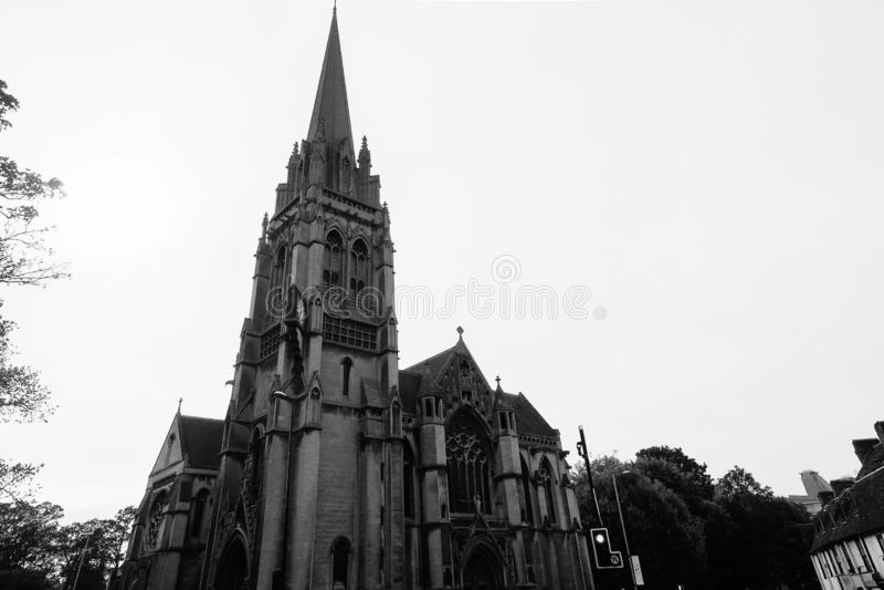 Nossa senhora e a igreja inglesa dos mártir em Cambridge em preto e branco fotos de stock