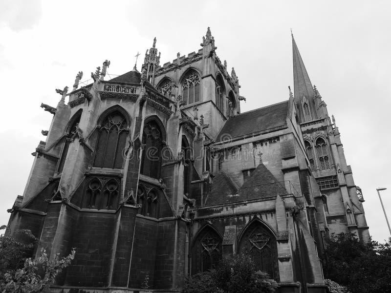 Nossa senhora e a igreja inglesa dos mártir em Cambridge em preto e branco fotografia de stock