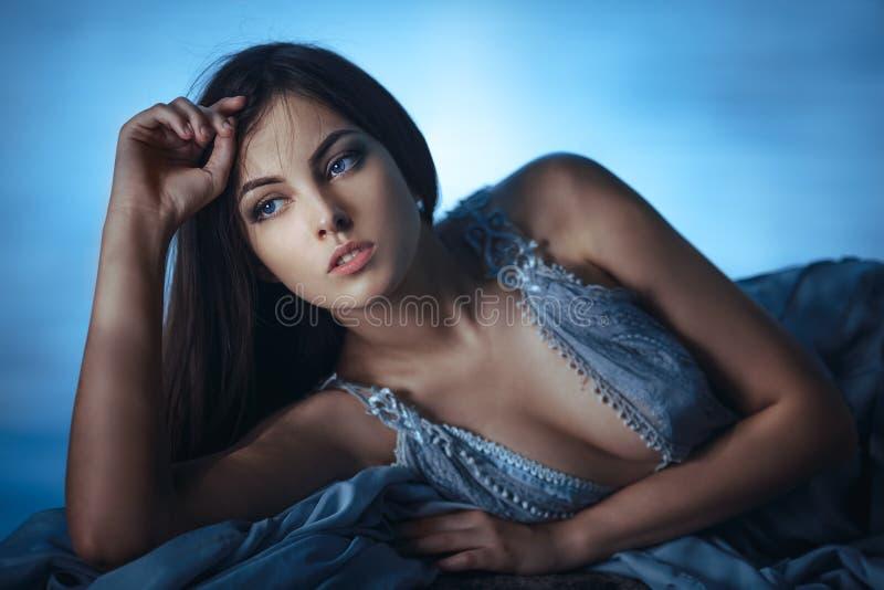 Nossos pensamentos Art Fashion Model Girl Portrait fotografia de stock