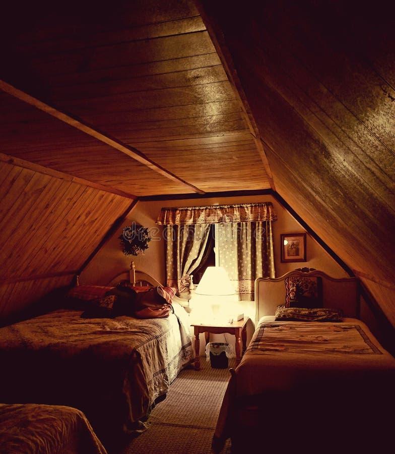 Nostalgia fotografia stock immagine di granaio bedroom for Piani moderni della cabina di ceppo
