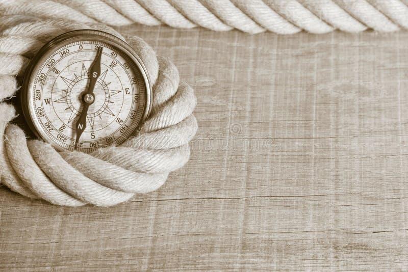 Nostalgiczny kompas i arkana zdjęcia stock