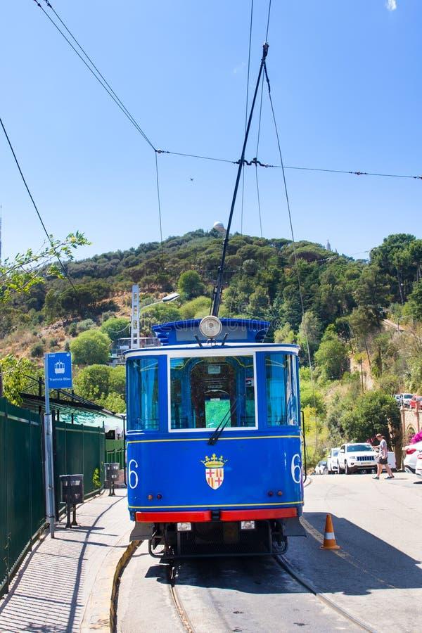 Nostalgische Blauwe Tram aan Tibidabo Ingehuldigd in 1901, gebruikt nog dezelfde trams, dus zijnd één van royalty-vrije stock afbeelding
